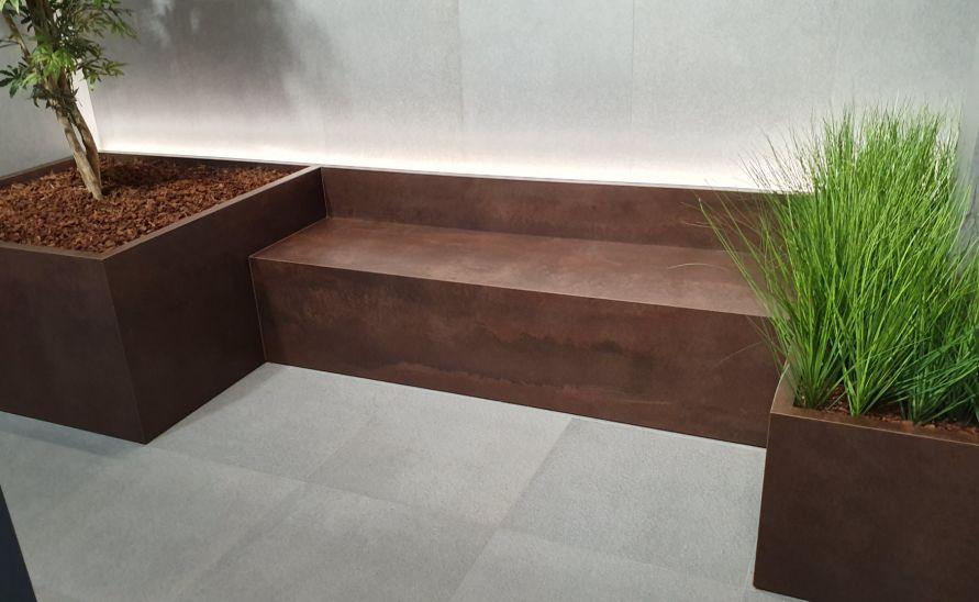Atypický nábytek a květníky na míru z keramické dlažby