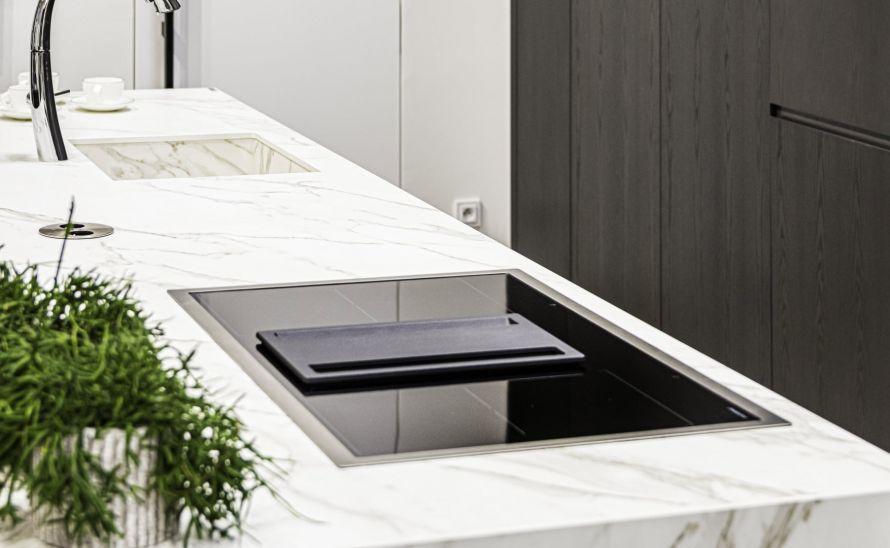 Kuchyňská deska - slinutá keramická dlažba v síle střepu 12 mm - Florim Stone - Marble Calalcatta Gold - hrana výřezu pro dřez je T3/A1.