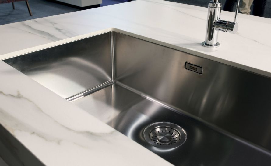 Kuchyňská deska - slinutá keramická dlažba v síle střepu 12 mm