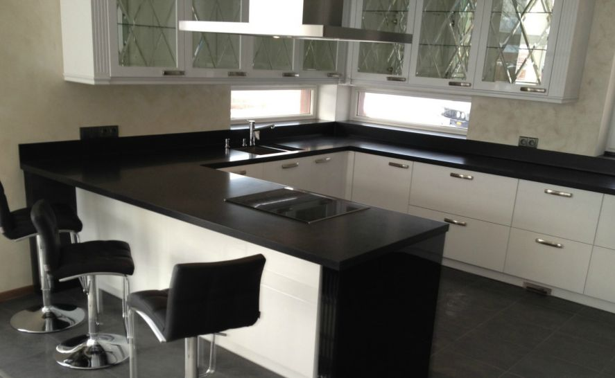 Kuchyňská deska z velkoformátové dlažby 20 mm