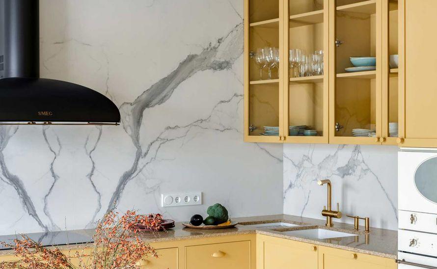 Kuchyňský obklad - Slinutá keramická dlažba v síle střepu 12 mm