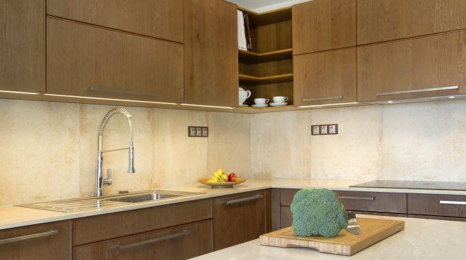 Kuchyňský obklad - Technický kámen Quarella v síle střepu 20 mm
