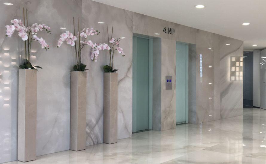 Květináče z keramické dlažby do interiéru