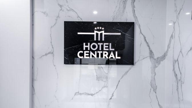 Logo z keramické dlažby - Hotel Central Plzeň