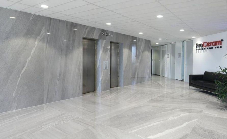 Obložení výtahových stěn v administrativní budově