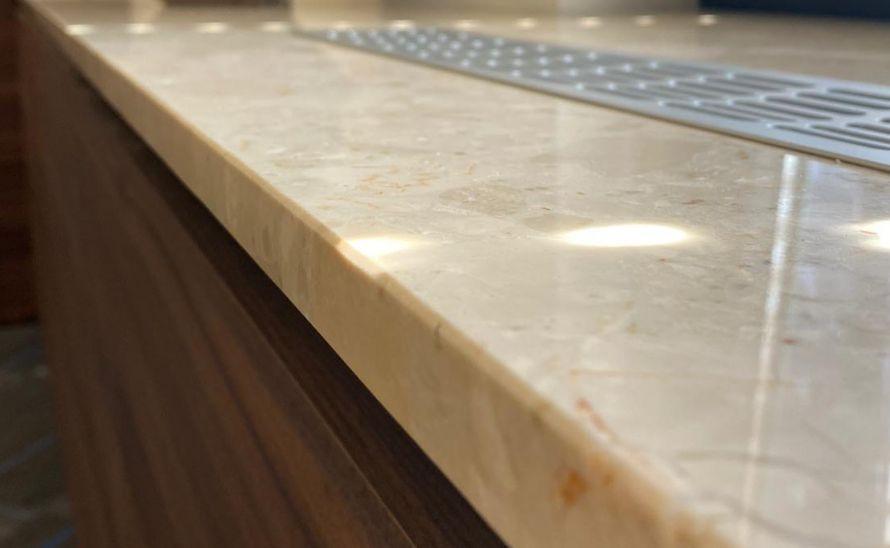 Parapet z umělého kamene Quarella v síle střepu 20 mm