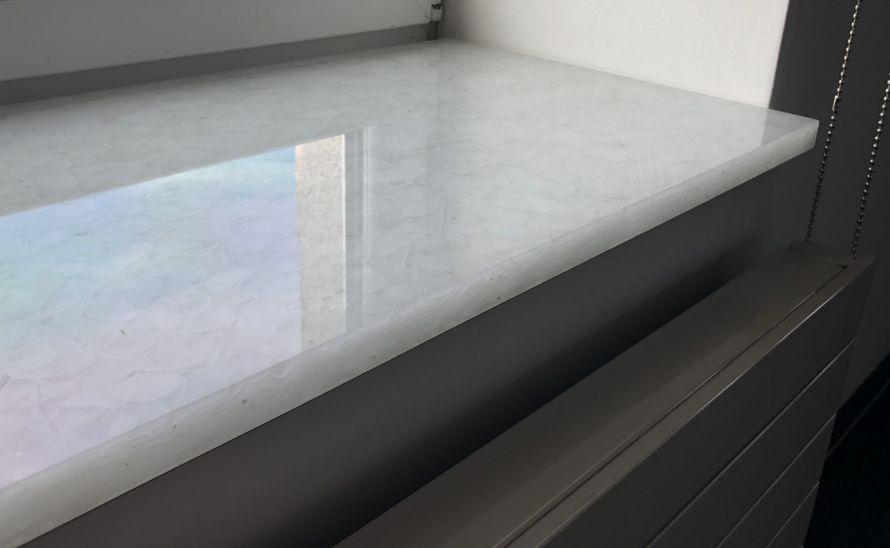 Parapet ze skleněné desky Magna - recyklované sklo