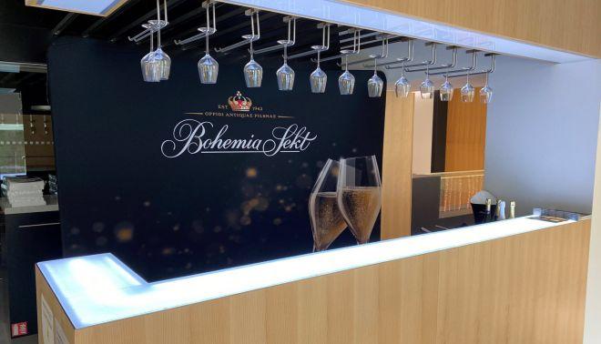 Recepční a barový pult ve vzorkové prodejně Bohemia Sekt
