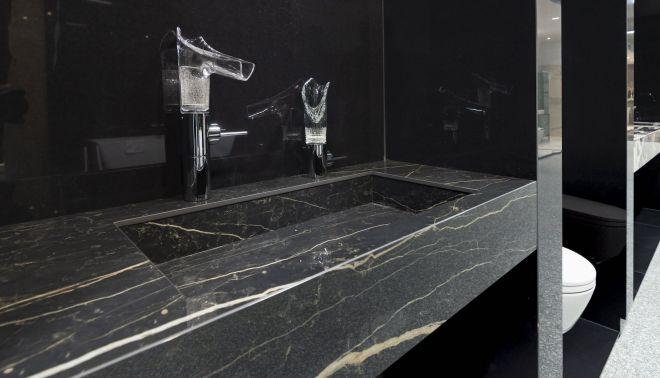 Umyvadlo Genova se zlatou žílou, ze série Black Marble