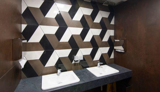 Mozaika Stella na pánských toaletách