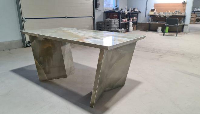 Atypický pracovní stůl