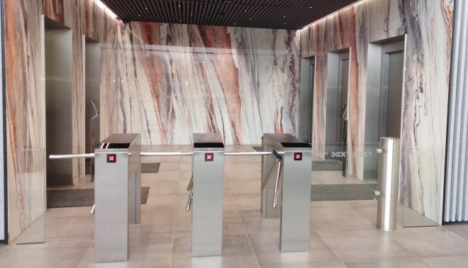 Obložení stěn výtahů pro projekt DOCK IN FOUR