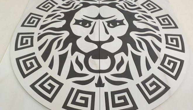 Velkoformátové logo ve tvaru lva