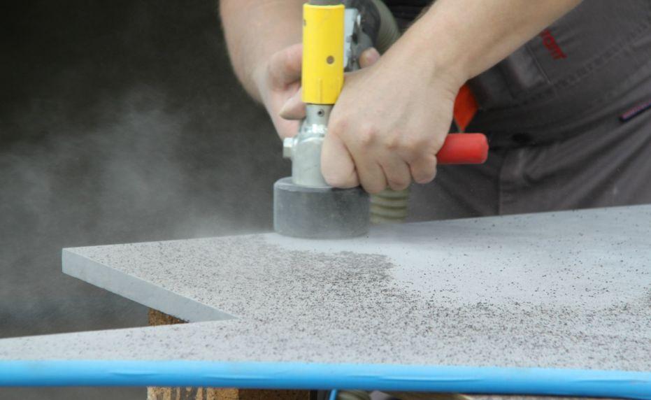 Pískování keramické dlažby mobilní