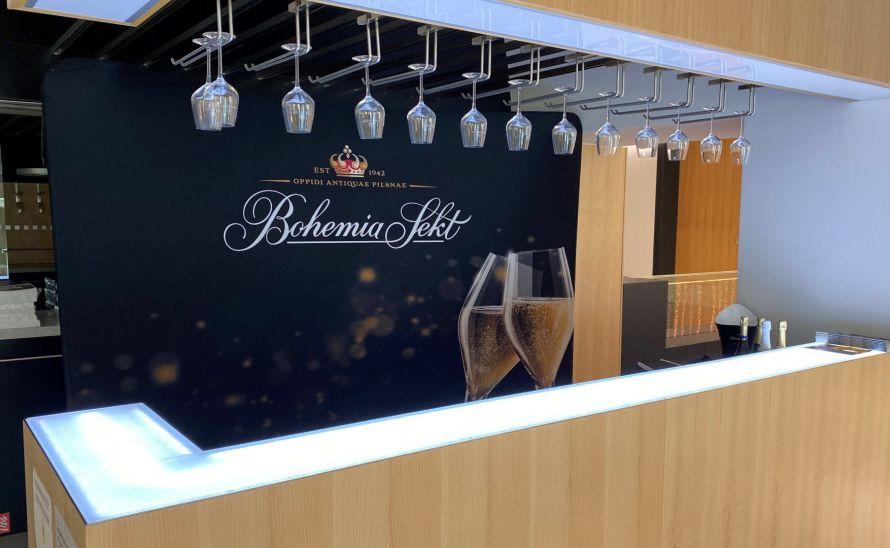 Recepční a barový pult ze skleněné deky Magna - Bohemia Sekt