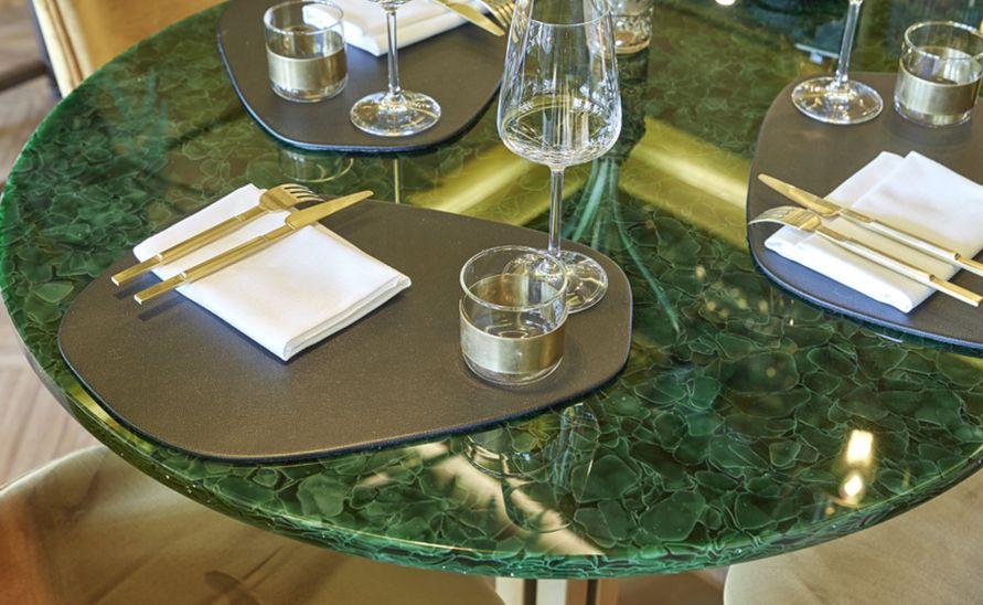 Stůl ze skleněné desky Magna - recyklované sklo