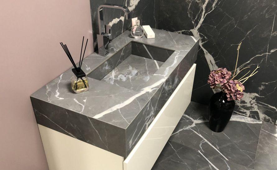 Umyvadlo Verona ze slinuté keramické dlažby - výrobce Florim - sérieStones & More 2.0 v designu Calacatta Black