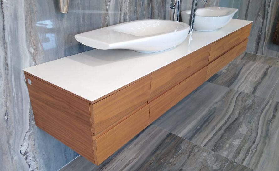 Umyvadlová deska ze slinuté keramické dlažby v síle střepu 6 mm