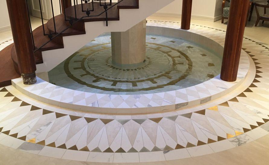 Velkoformátový dekor z keramické dlažby - rozeta